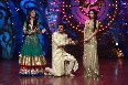 Comedian Sunil Grover showing dance steps to Jennifer Winget Malaika Arora Khan on shooting sets of dance reality show Nachle Ve  2