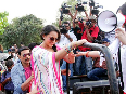 Akshay Kumar helping Sonakshi Sinha climb up at film ROWDY RATHORE promotions in Lokhandwala Complex photo