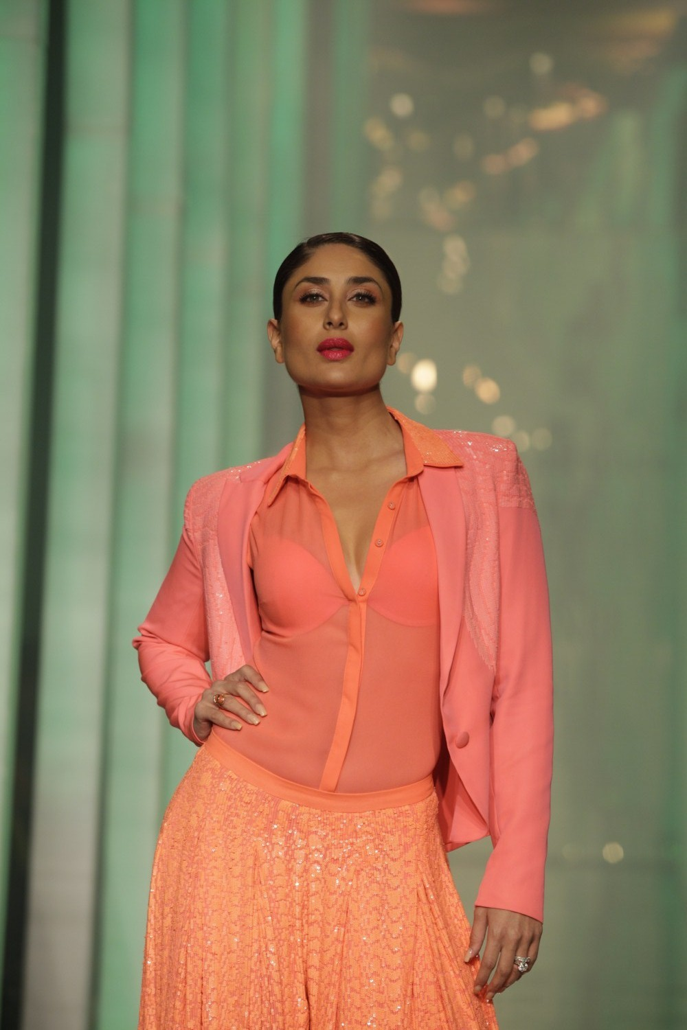 Kareena Kapoor walking the ramp as showstopper for Namrata Joshipura