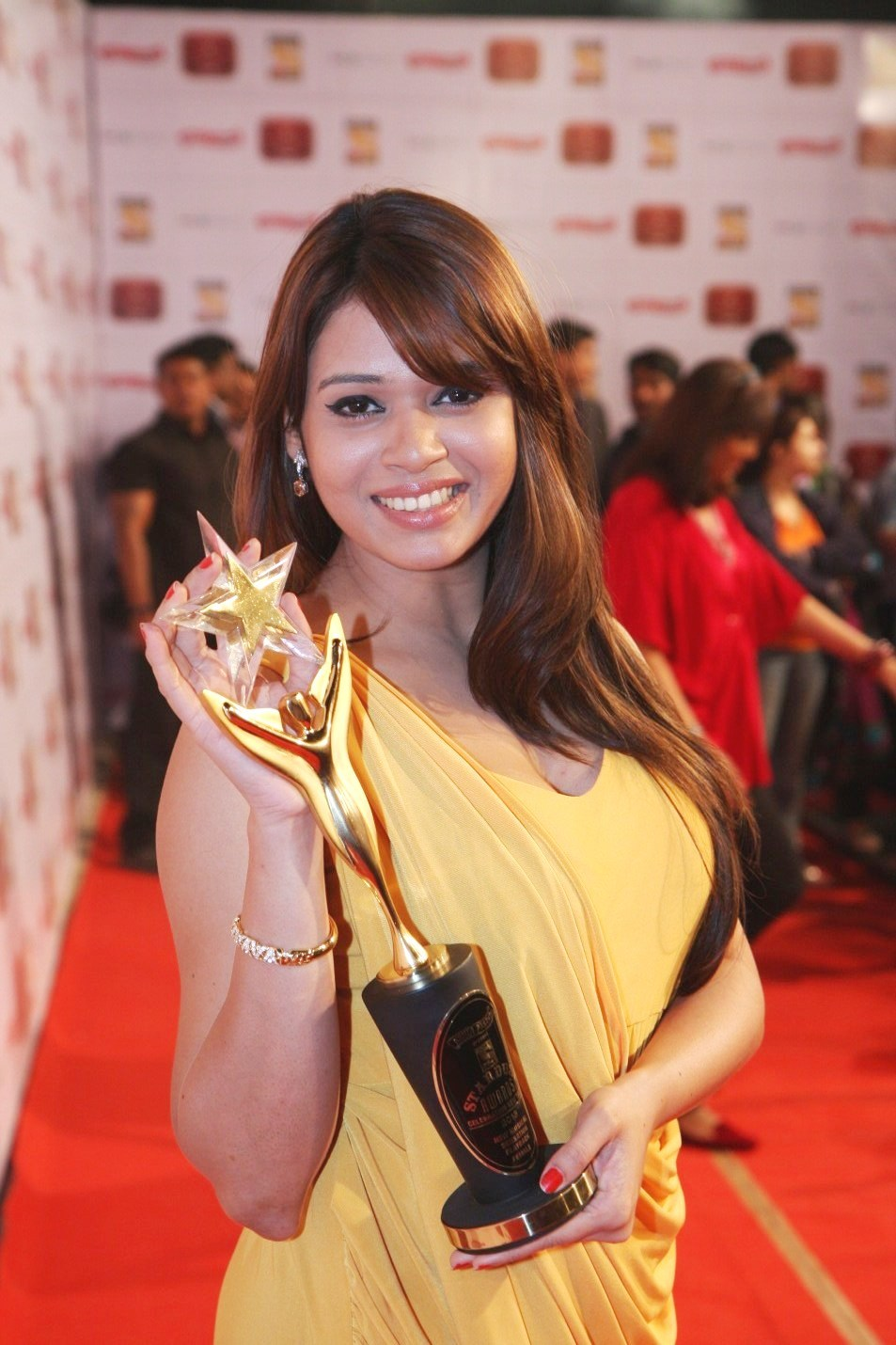 Displaying 20> Images For - Shalmali Kholgade Singer...