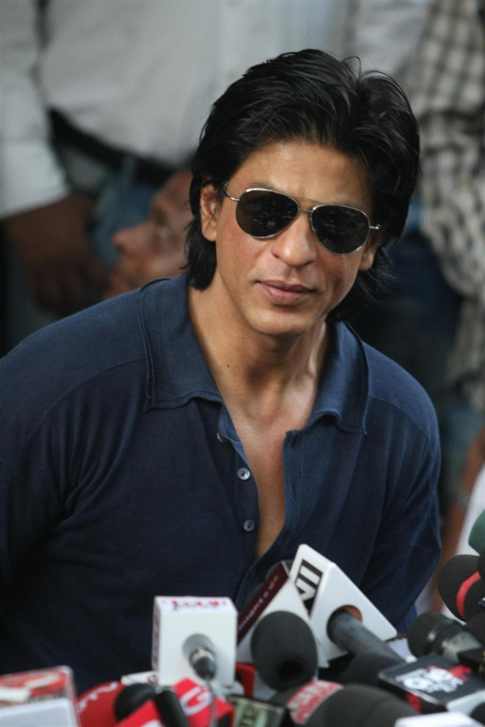 Shah Rukh Khan King Khan celebrating his 46th birthday with media ...