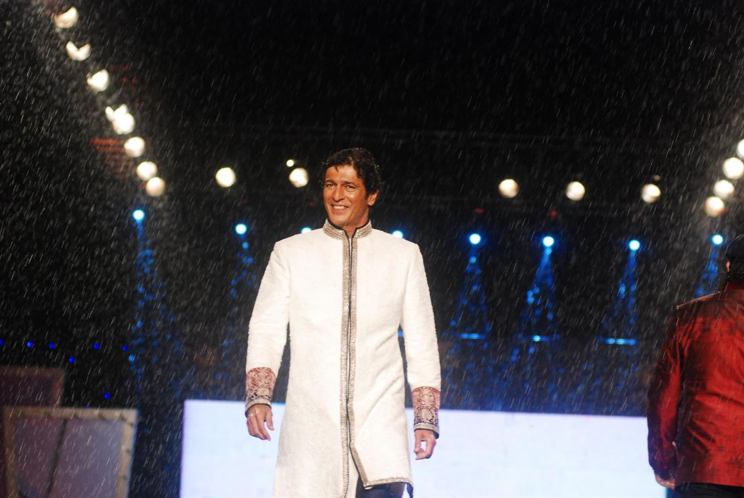 chunky pandey walking the ramp at walking with style