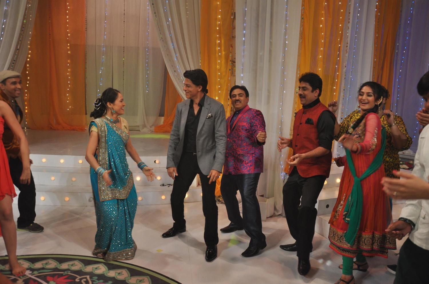 Shah Rukh Khan dancing on TV Serial Taarak Mehta Ka Ooltah ... Taarak Mehta Ka Ooltah Chashmah Photos