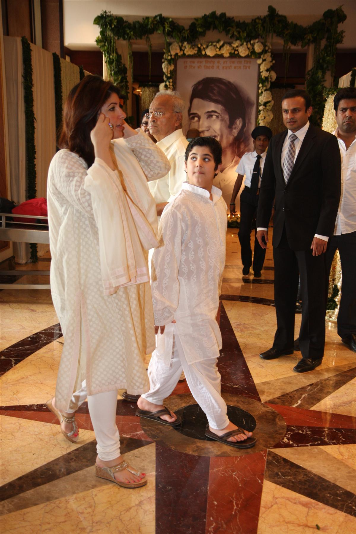 Twinkle Khanna with son Aarav at Chautha ceremony of late ...