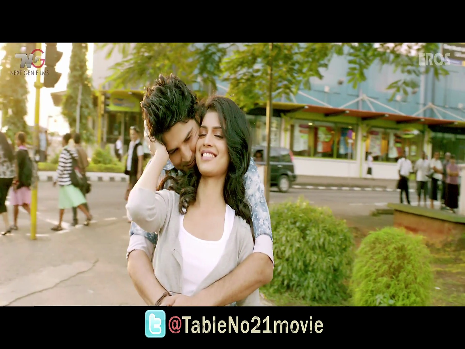 Table no 21 full movie watch online table no 21 full for Table no 21 full movie