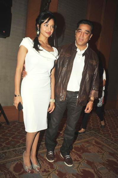 Kamal Haasan with Pooja Kumar at film VISHWAROOPPremiere tie up with VIDEOCON DTH announcing in Mumbai  7
