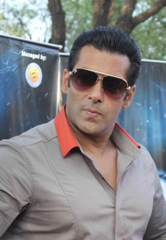 Salman Khan at the launch of BIGG BOSS TOUR BUS at Bigg Boss house in Lonavala  1