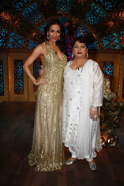 Malaika Arora Khan Choreographer Saroj Khan on shooting sets of Nachle Ve at RK Studios in Mumbai  2