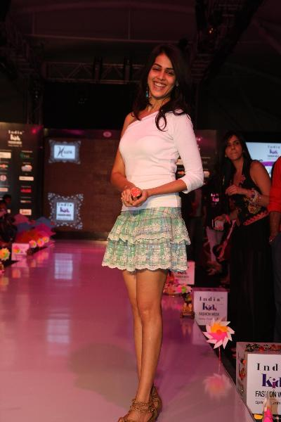 Actress Genelia DSouza walking the ramp at Grand Finale of India Kids Fashion Week 2012 in Mumbai  5