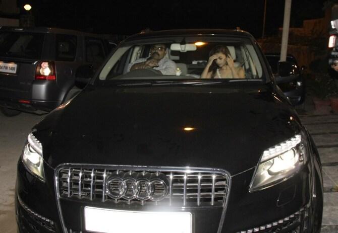 Alia Bhatt spotted travelling at midnight in her Audi Q7 car in Juhu  Mumbai  2