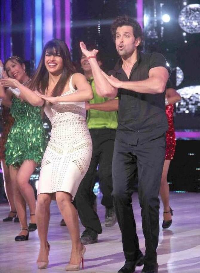 hrithik roshan and priyanka chopra at jdj 6 super finale-photo8