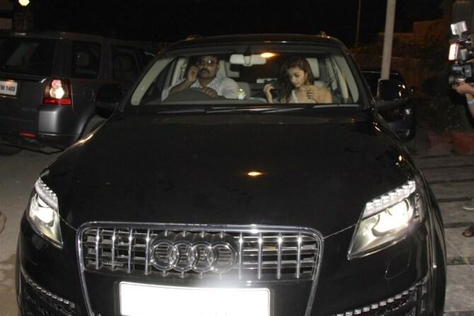Alia Bhatt spotted travelling at midnight in her Audi Q7 car in Juhu  Mumbai  1