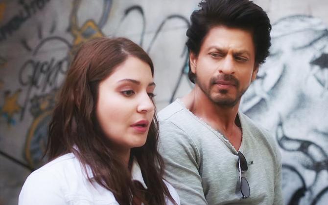 Anushka Sharma and Shah Rukh Khan Jab Harry Met Sejal Movie New Stills  9