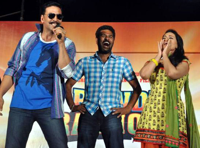 Sonakshi Sinha Akshay Kumar Prabhu Deva entertaining the fans crowds at film ROWDY RATHORE first look launch Pic