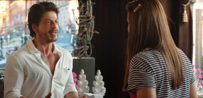 Anushka Sharma  Shah Rukh Khan Jab Harry Met Sejal Movie Pics  17