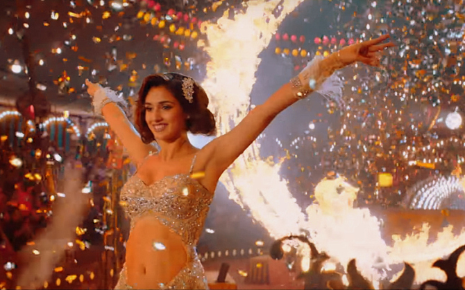 Salman Khan  Disha Patani starrer Bharat Movie Slow Motion Song 18