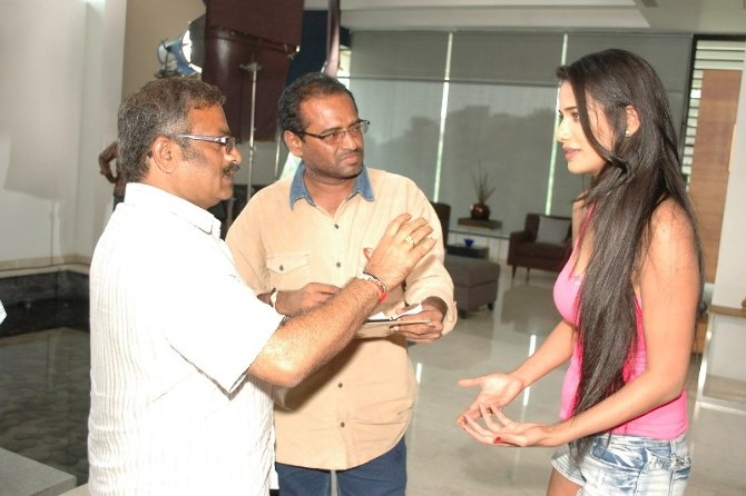 Poonam Pandey Movie 1st Schedule Completed  9