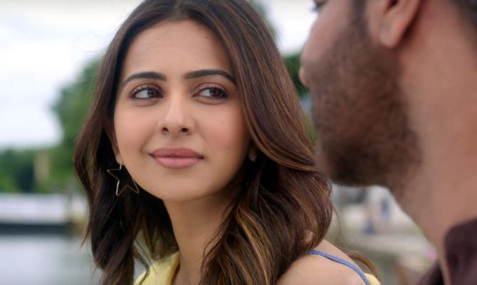 De De Pyaar De Movie Song Chale Aana starring Rakul Preet Singh  2