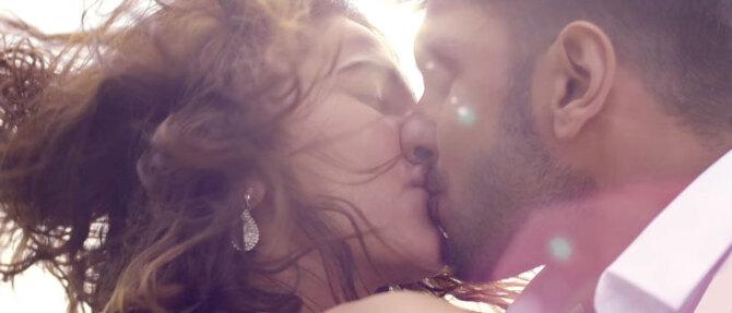 Vaani Kapoor  Ranveer Singh BEFIKRE Movie Stills  25
