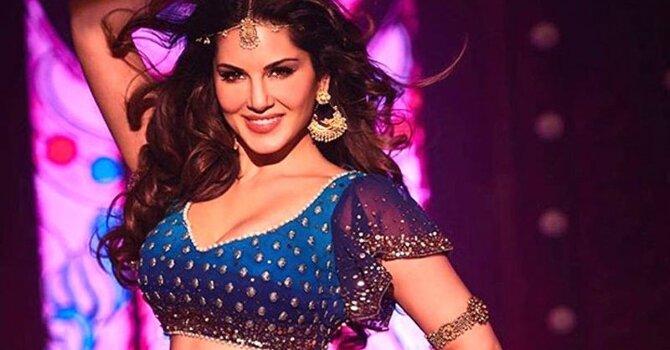 Sunny Leone Raees Movie Laila Song Stills  7