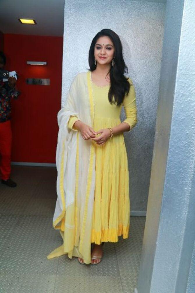 nadigaiyar thilagam movie photos-photo24