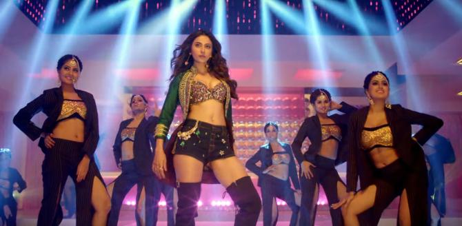 De De Pyaar De Movie Song Hauli Hauli starring Rakul Preet Singh  7