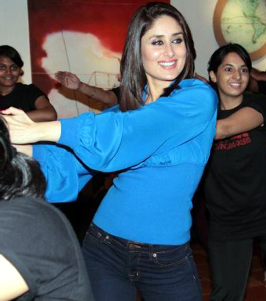 Kareena Kapoor dancing at the STRUT dance academy event in Mumbai Photo
