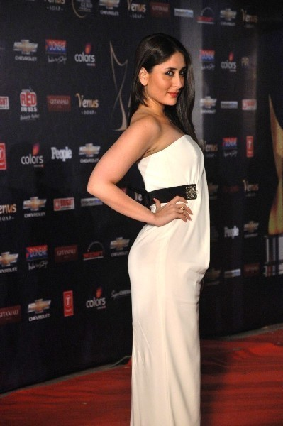 Kareena Kapoor Hot Figure Show At Apsara Film   Tv Producers Guild Awards 2012 At Yash Raj Studios Photo