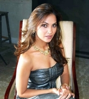 lara dutta showing her deep cleavage