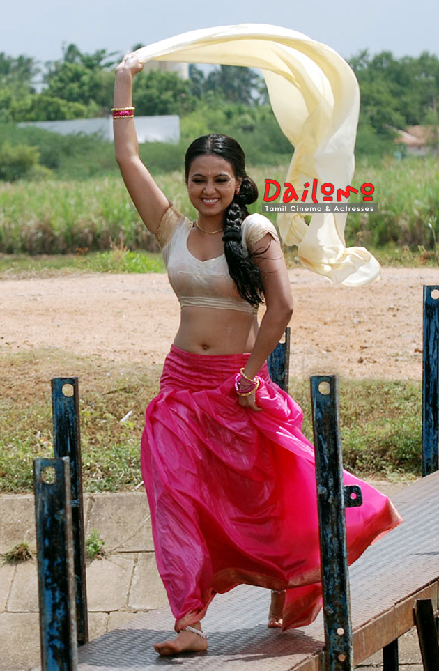 Sana khan sexy in blouse without bra 11