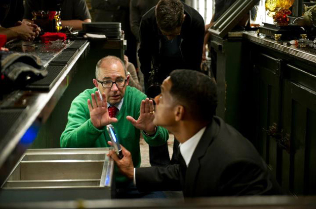 Will Smith and Barry Sonnenfeld in Men in Black 3 Photo