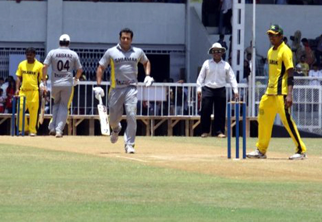 Salman Khan batting at the Junoon Celebrity Charity Cricket Match at Brabourne Stadium photo