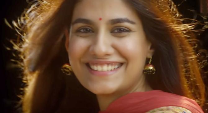 Emraan Hashmi and Shreya Dhanwanthary Hindi Movie Pho  11