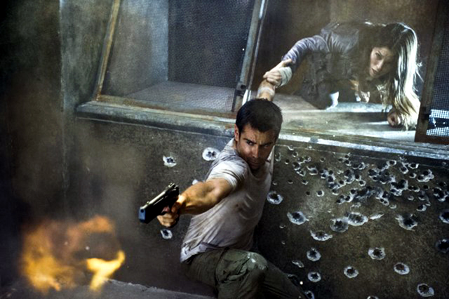 Jessica Biel and Colin Farrell in Total Recall Photo