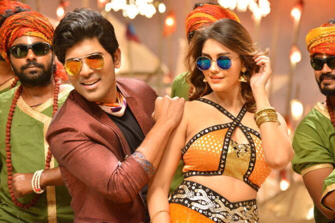 Okka Kshanam Movie Song Coverage  12