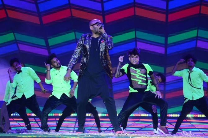 Mahesh Babu  Pooja Hedge  Allari Naresh starrer Maharshi Telugu Movie Event Pics  6