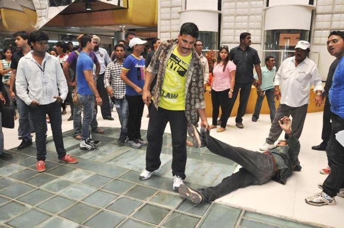 Akshay Kumar dragging a stuntman during the shoot integration of SONY Channel TV Serial CID with his film Rowdy Rathore Photo