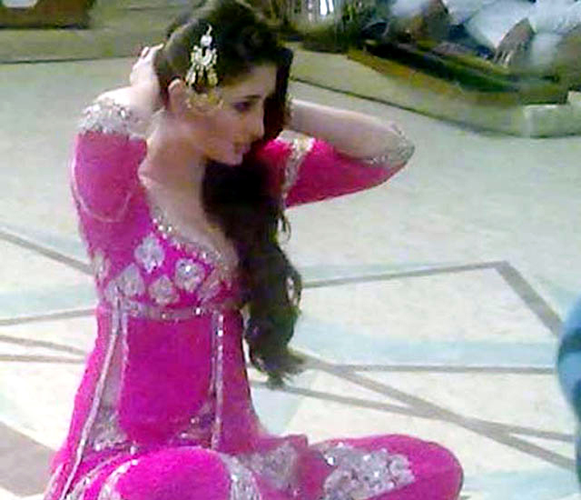 Kareena Kapoor Agent Vinod Song on Sets Photos