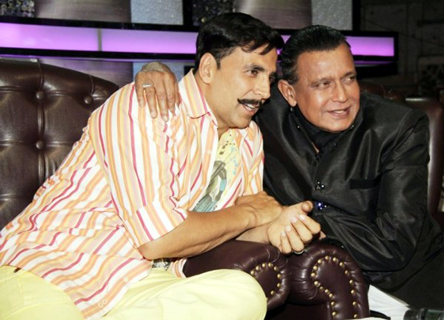 Akshay Kumar with Mithun Chakraborty at ROWDY RATHORE promotions on sets of Dance India Dance Season 3 Pic