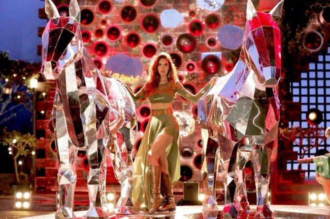 Esha Gupta starrer Total Dhamaal Movie Song Pic