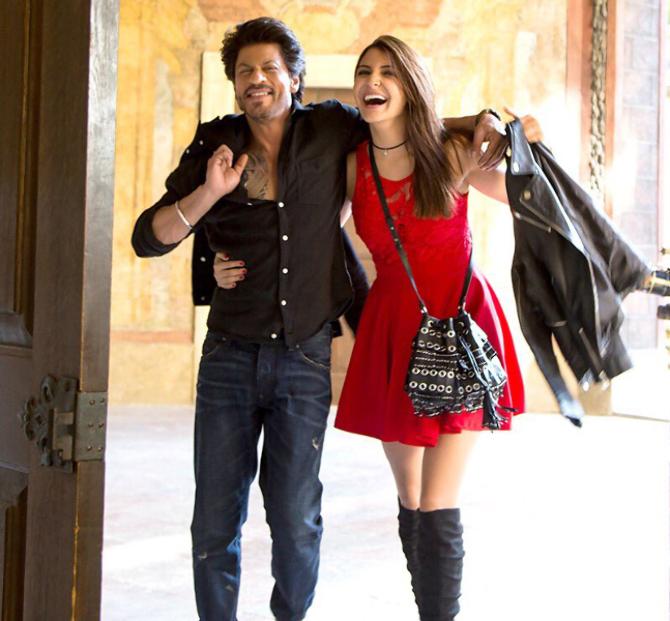 Anushka Sharma and Shah Rukh Khan Jab Harry Met Sejal Movie Stills