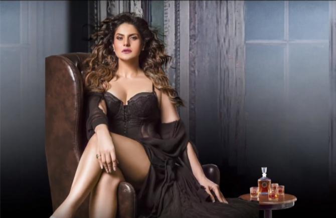 Zareen Khan Aksar 2 Movie First Look  5