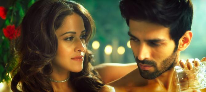 Nushrat Bharucha Sunny Singh  Kartik Aryan Sonu Ke Titu Ki Sweety Movie Song Pics 43