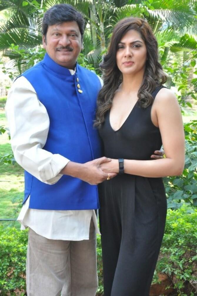 Oollo Pelliki Kukkala Hadavidi Telugu Movie Press meet Photos  17