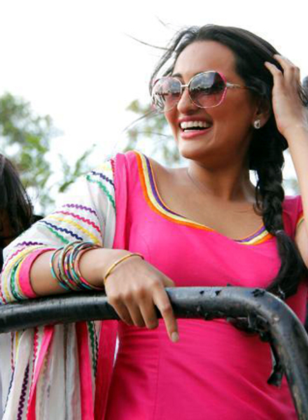 Sonakshi Sinha at her film ROWDY RATHORE promotions in Lokhandwala Complex in Mumbai Photo